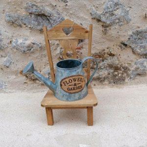 jardinera silla con regadera