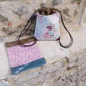 BOLSO / MOCHILA SWEET CANDY Bolso / mochila de polipiel, forrado en el interior, con tira para cerrar. Diferentes modelos y dibujos. Tamaño 30 x 42 apro.